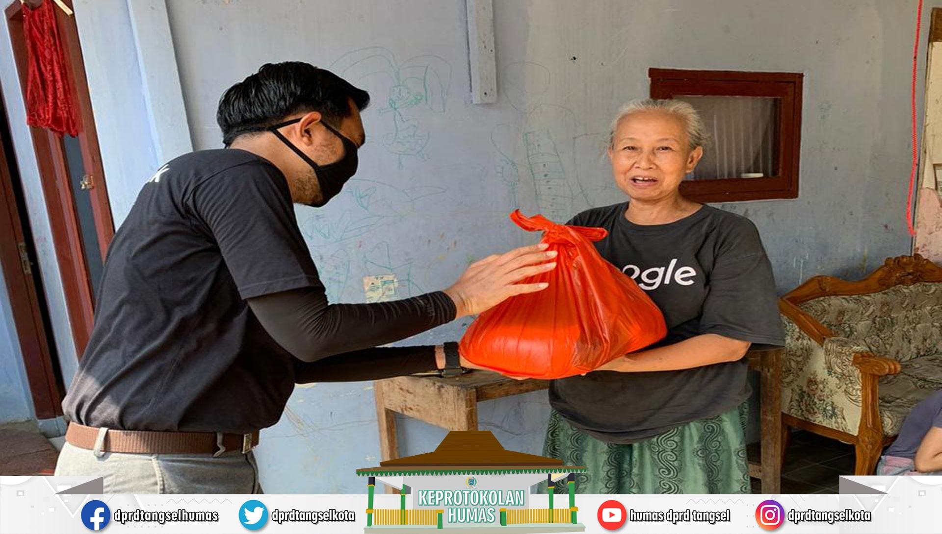 Fraksi PSI Membagikan 115 Paket Sembako kepada Masyarakat Kurang Mampu