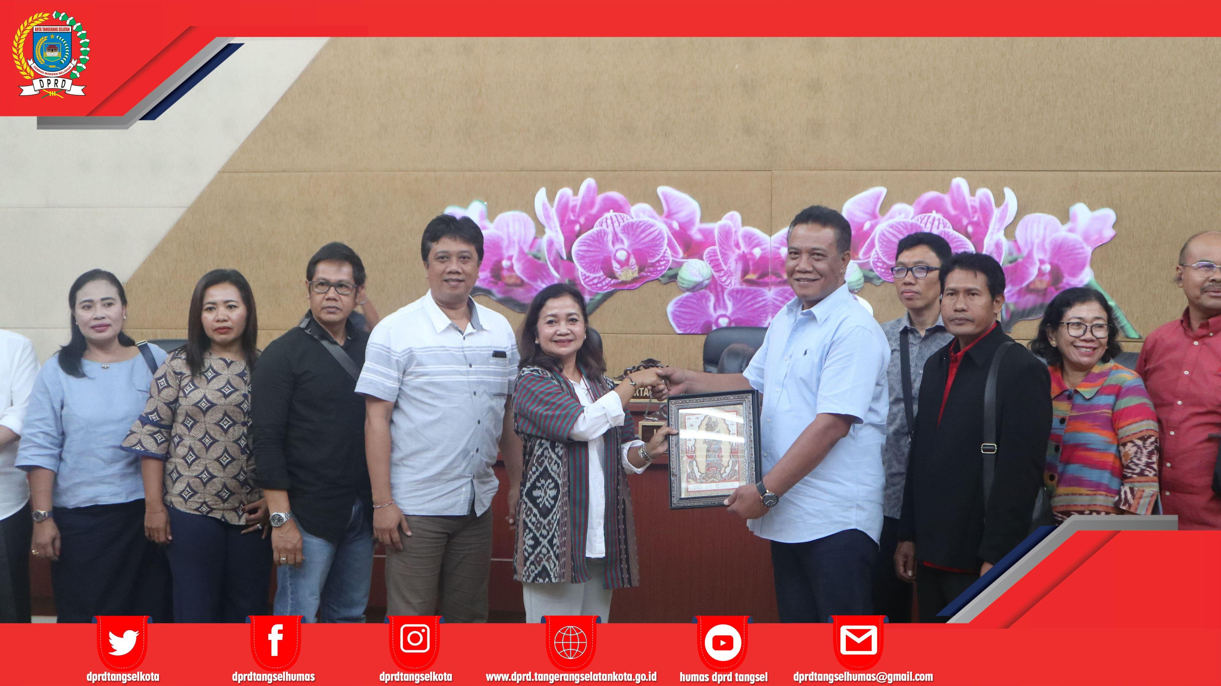 Dra Made Laksmi P WK Komisi III menerima kunker 4 Kab Provinsi Bali