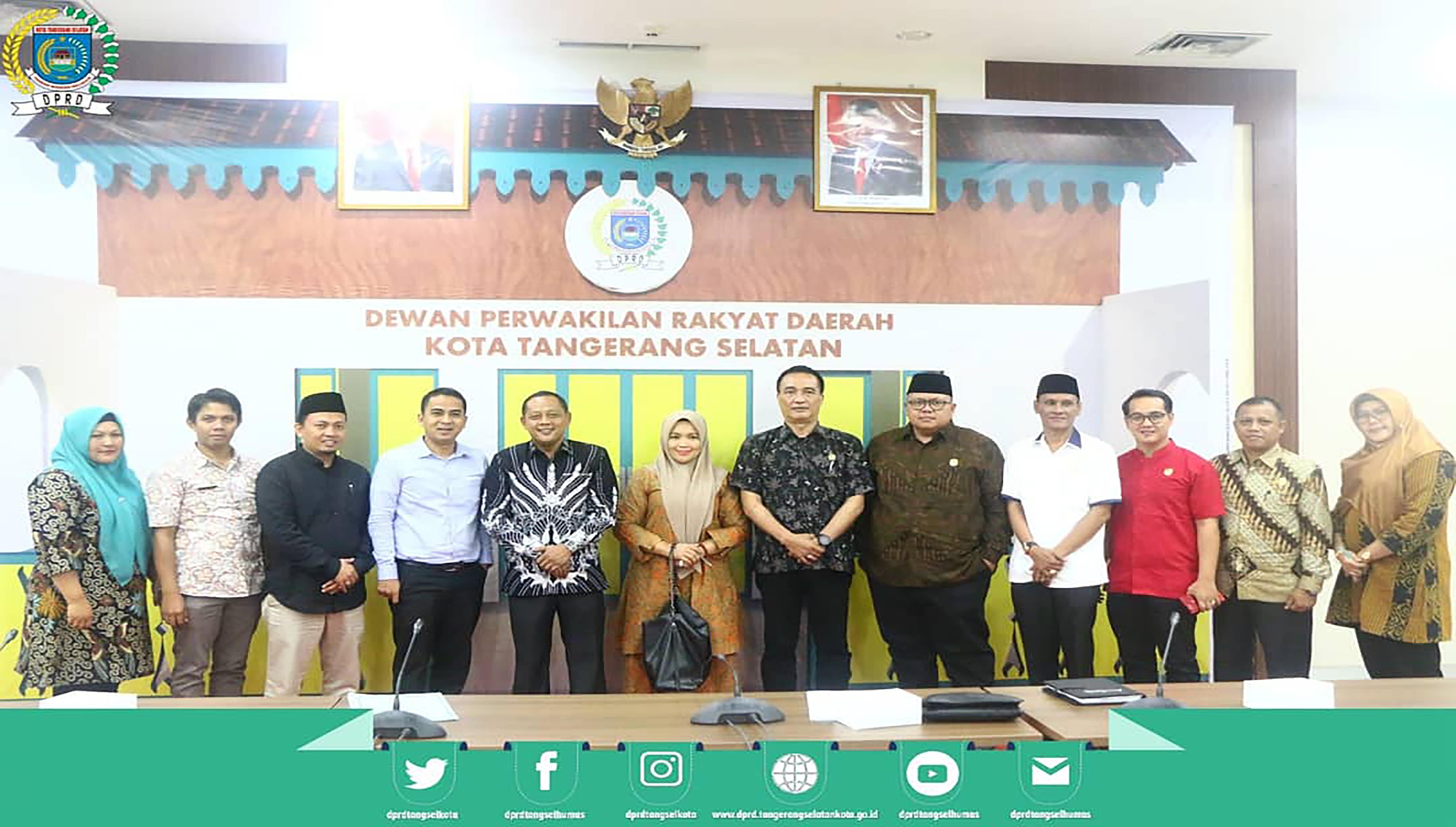 Pimpinan dan Anggota Bapemperda menerima Kunker dari DPRD Kota Solok