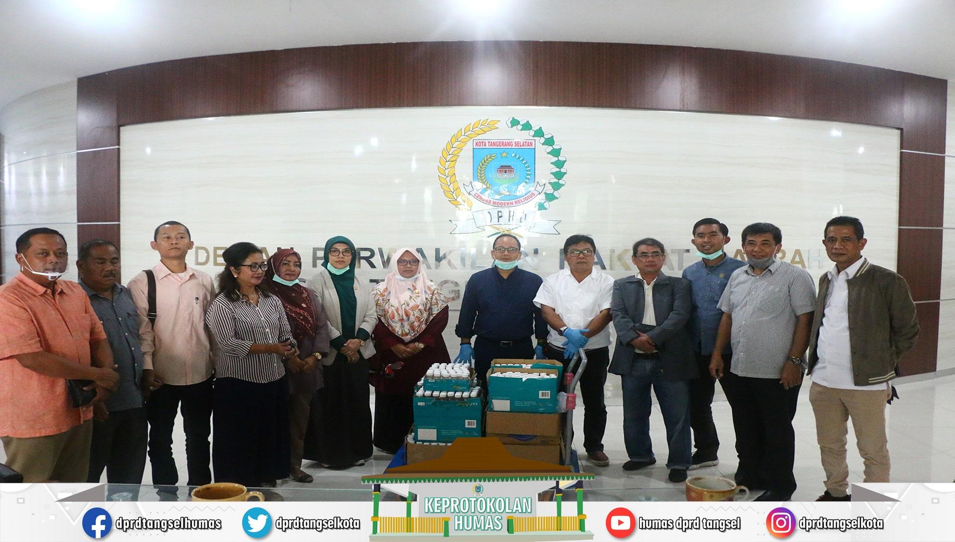 DPRD Tangsel membagikan Hand Sanitizer